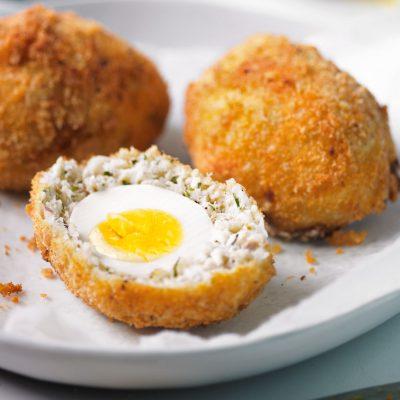 Котлеты из трески с яйцом внутри (по-шотландски) - рецепт с фото