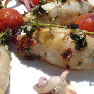 Праздничная закуска — кальмары, фаршированные овощами и рисом - рецепт с фото