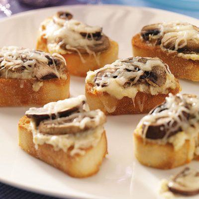 Швейцарские кростини с грибами и сыром - рецепт с фото