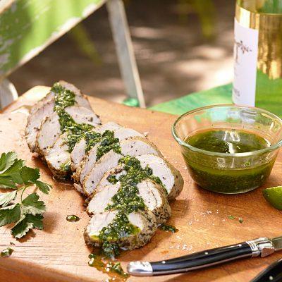 Свиная вырезка, приготовленная в мультиварке под травяным соусом - рецепт с фото