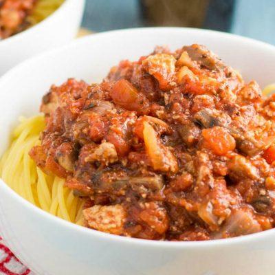 Ароматный мясной соус с овощами и фаршем - рецепт с фото