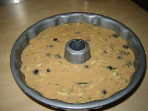 Фото рецепта - Черничный пирог с цукини - шаг 10