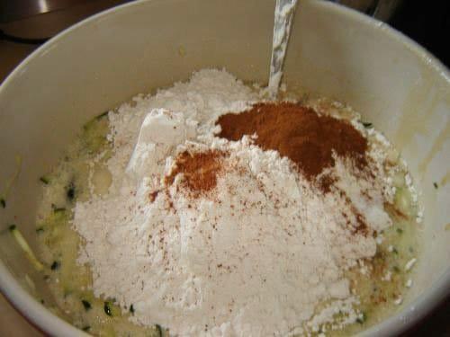 Фото рецепта - Черничный пирог с цукини - шаг 7