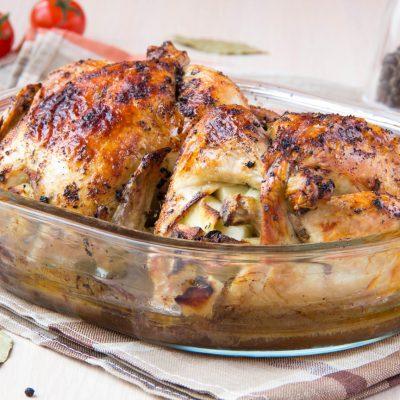 Птица, фаршированная орехами, запеченная с картофелем - рецепт с фото