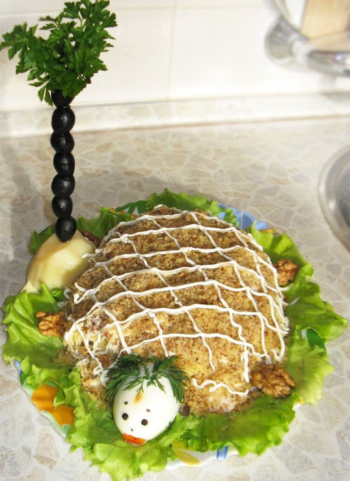 Слоеный салат «Черепаха» с курицей