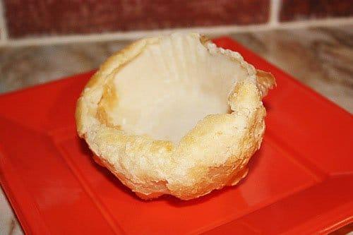 Фото рецепта - Слоеные пирожки с клубникой - шаг 1