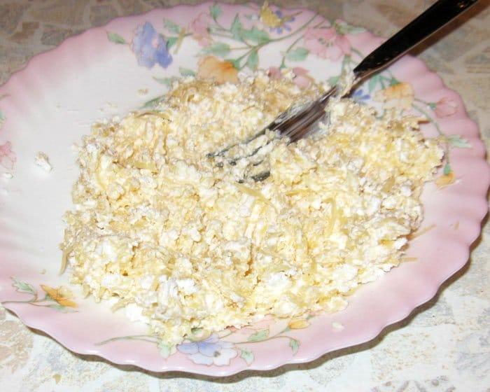 Фото рецепта - Творожно-сырные шарики с начинкой - шаг 3