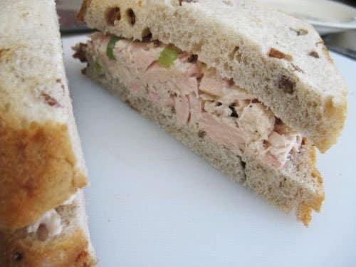 Фото рецепта - Сэндвич с тунцом и виноградом - шаг 3