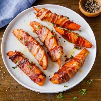 Закусочные картофельные дольки, запеченные в беконе - рецепт с фото