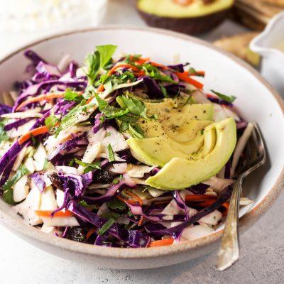 Быстрый капустный салат с авокадо - рецепт с фото