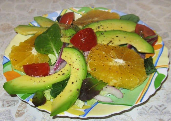 Салат с авокадо и апельсином в лимонно-медовой заправке - рецепт с фото