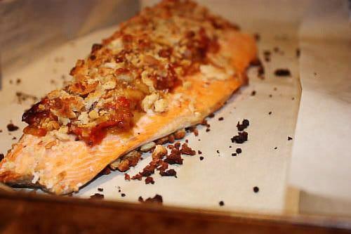 Фото рецепта - Форель, запеченная в духовке под томатным соусом с миндалем - шаг 5