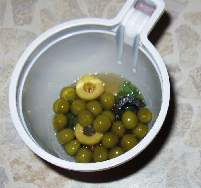 Фото рецепта - Заливное из языка с овощами - шаг 5
