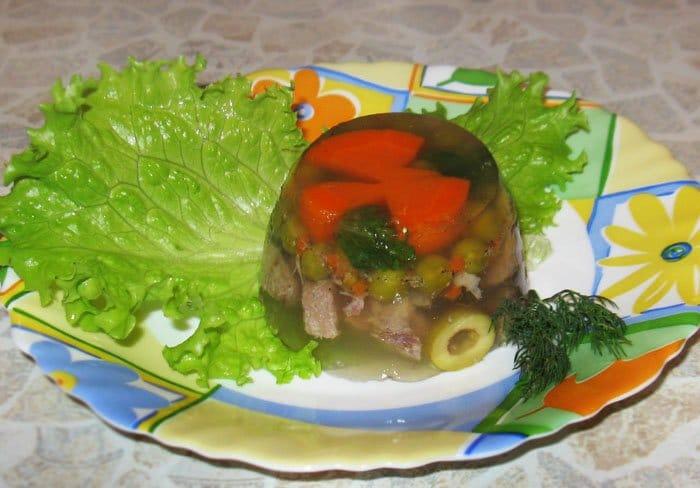 Заливное из языка с овощами - рецепт с фото