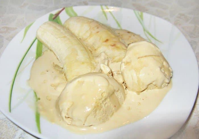 Фото рецепта - Бананы в шоколаде с мороженым - шаг 3