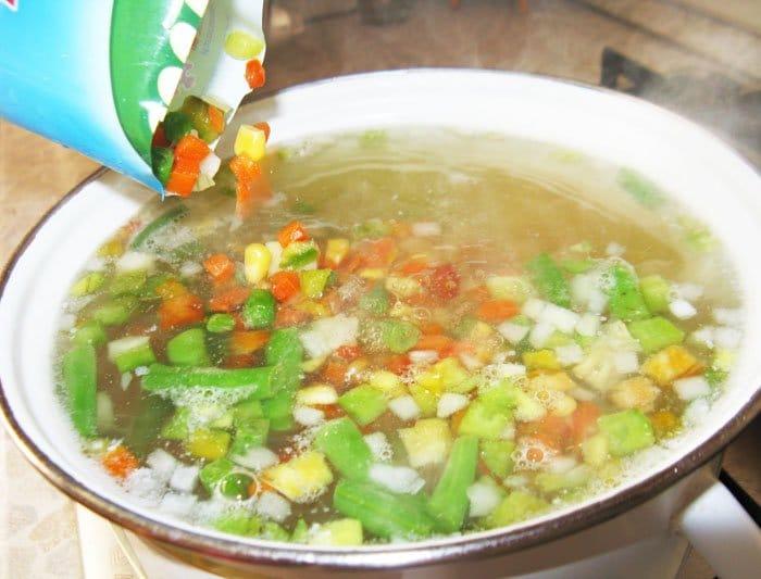 Фото рецепта - Овощной суп с сыром - шаг 3
