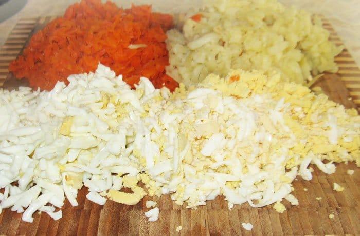 Фото рецепта - Салат с кукурузой «Победа» - шаг 2