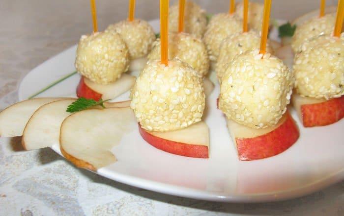 Сырные шарики в кунжуте