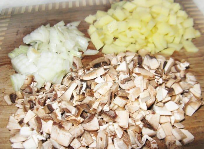 Фото рецепта - Чешский грибной суп в хлебе - шаг 4