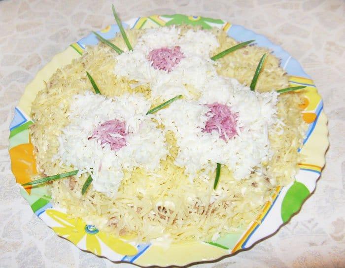 Как украсить салат цветами