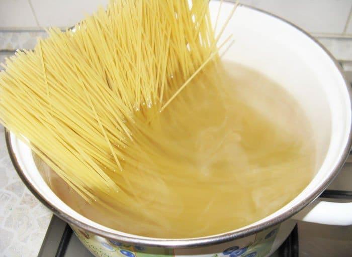 Фото рецепта - Спагетти с овощами по-итальянски - шаг 8