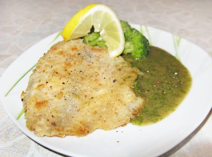 Тилапия с зеленым соусом