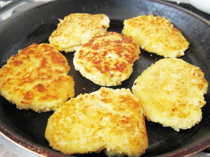 Фото рецепта - Творожные лепешки с картофелем - шаг 5