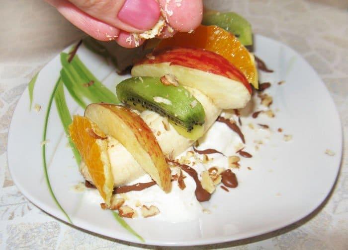 Фото рецепта - Фруктовый салат с мороженым - шаг 6