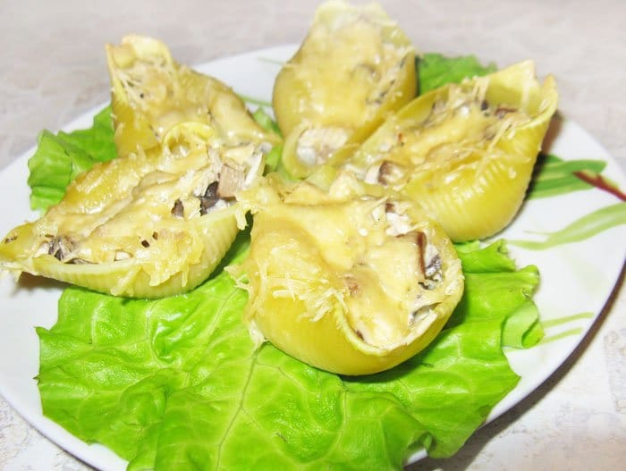 Конкильони с грибами и курицей - рецепт с фото