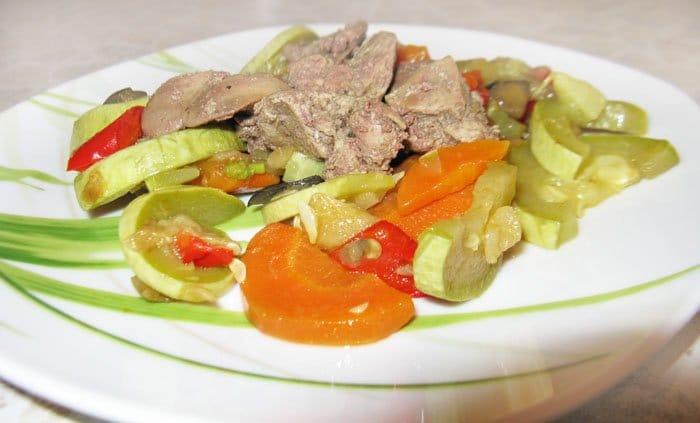 Маринованная куриная печень с овощами - рецепт с фото