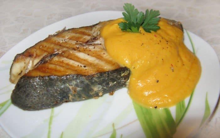 Рыба Кижуч под морковно-имбирным соусом