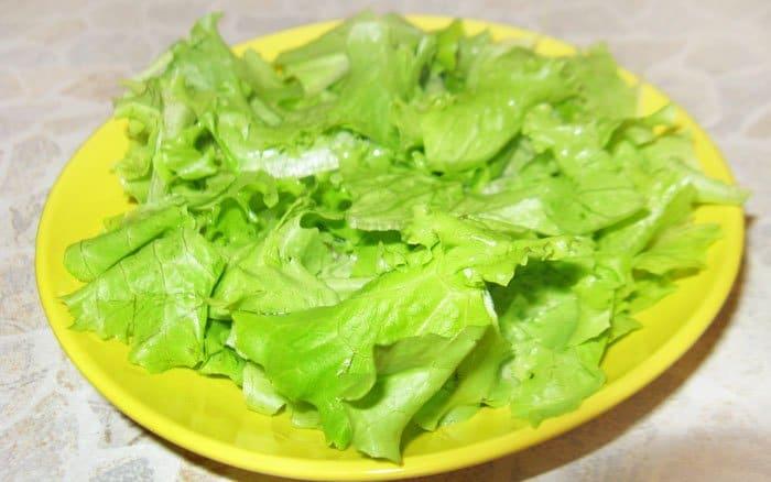 Фото рецепта - Салат с семгой и помидорами-черри - шаг 2