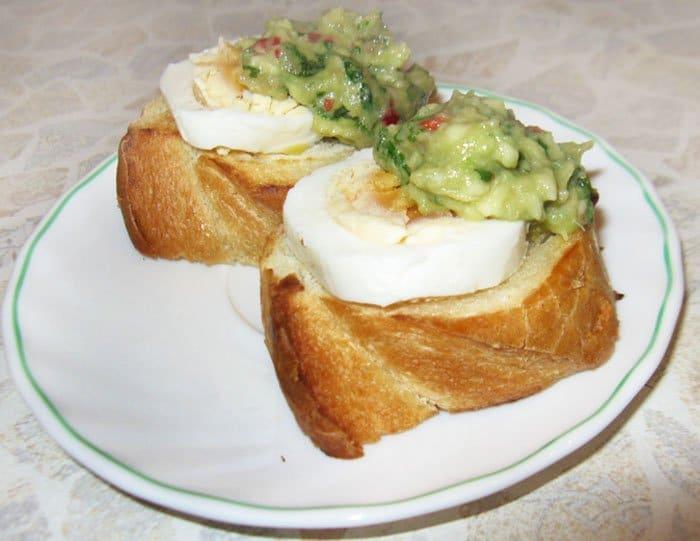 Фото рецепта - Брускеты с гуакамоле - шаг 2