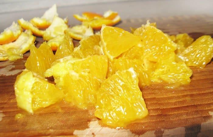 Фото рецепта - Салат из огурца с апельсином и яйцом - шаг 1