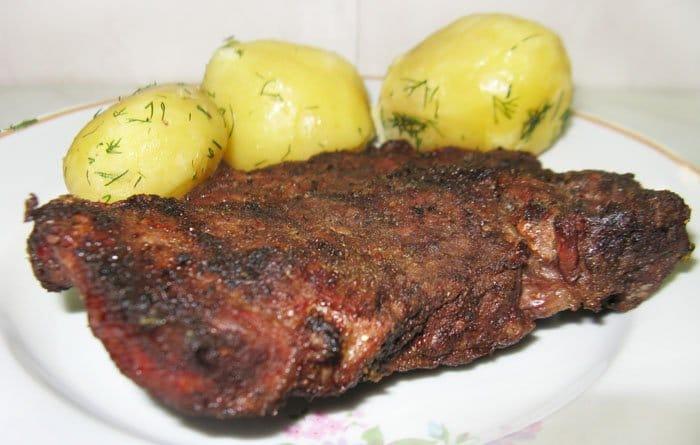 Мясо жаренное на сковороде или на углях - рецепт с фото