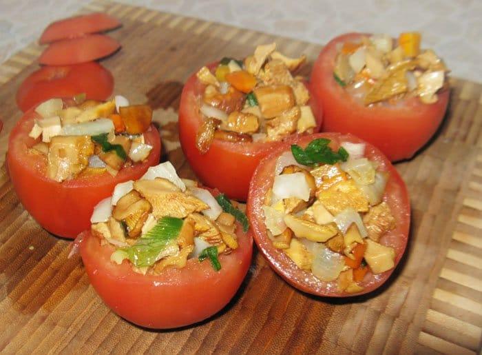 Фото рецепта - Помидоры, фаршированные грибами и кольраби - шаг 3