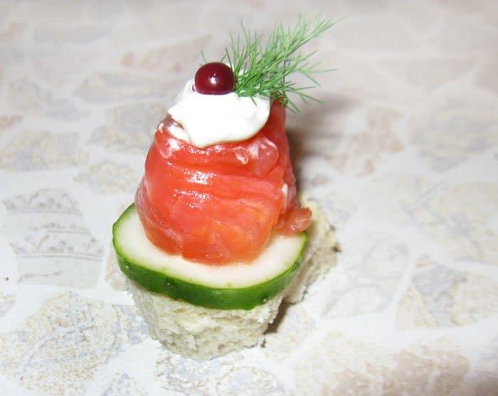 Фото рецепта - Рулет из лосося с Филадельфией - шаг 4