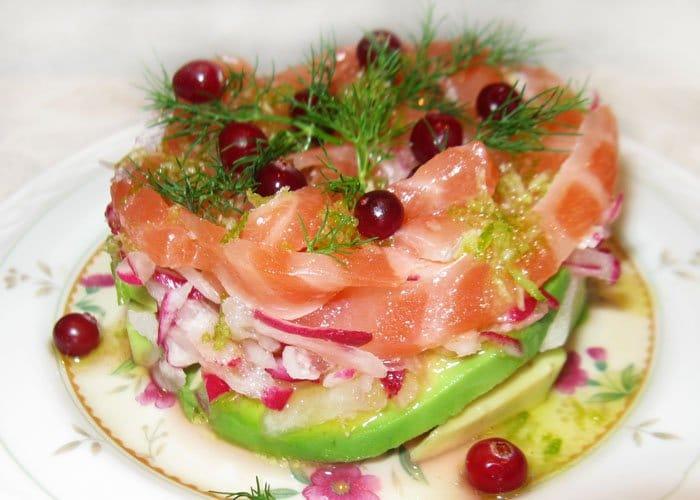Салат коктейль из лосося и редиса - рецепт с фото