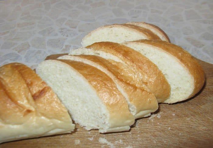 Фото рецепта - Брускетты (бутерброды) с сыром и грибами - шаг 1