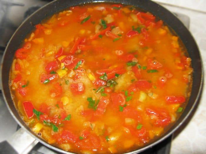 Фото рецепта - Паэлья по-испански с мясом и морепродуктами - шаг 5