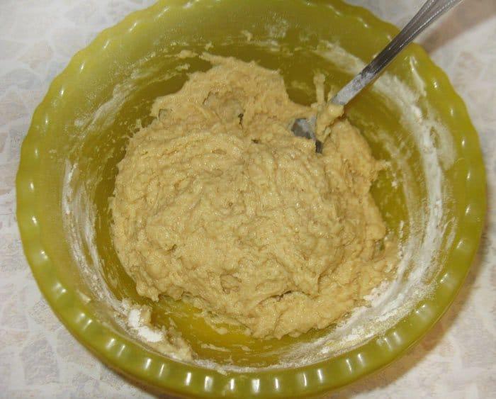 Фото рецепта - Пирог из творога с крыжовником - шаг 4