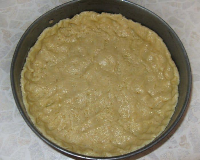 Фото рецепта - Пирог из творога с крыжовником - шаг 5