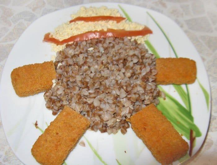 Фото рецепта - Гречневая каша с рыбной котлетой, оформление блюда - шаг 2