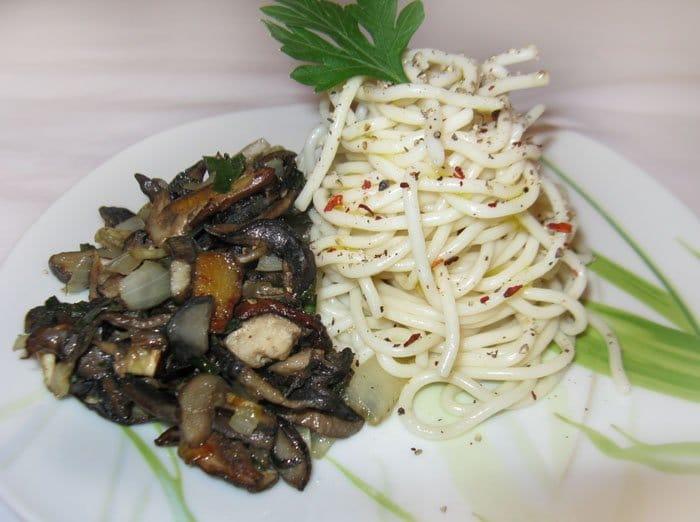 Фото рецепта - Спагетти с белыми грибами - шаг 3