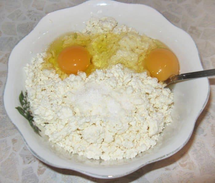 Фото рецепта - Творожная запеканка с морковью - шаг 1