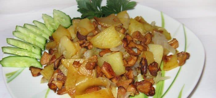 Жареная картошка с лисичками - рецепт с фото
