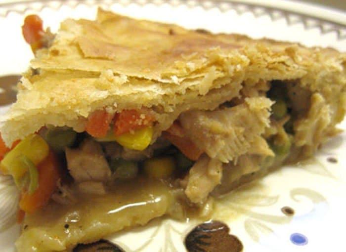 Фото рецепта - Домашний пирог с начинкой из овощей и мяса - шаг 3