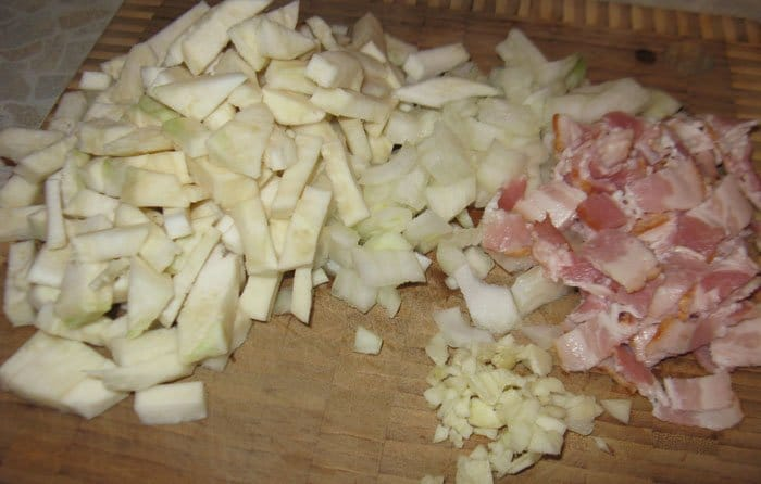 Фото рецепта - Куриные ножки с фасолью и сельдереем - шаг 2