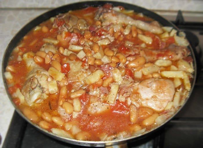 Фото рецепта - Куриные ножки с фасолью и сельдереем - шаг 7