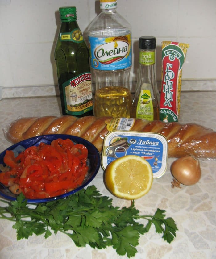 Фото рецепта - Пинчос с сардинами (бутерброды) - шаг 1
